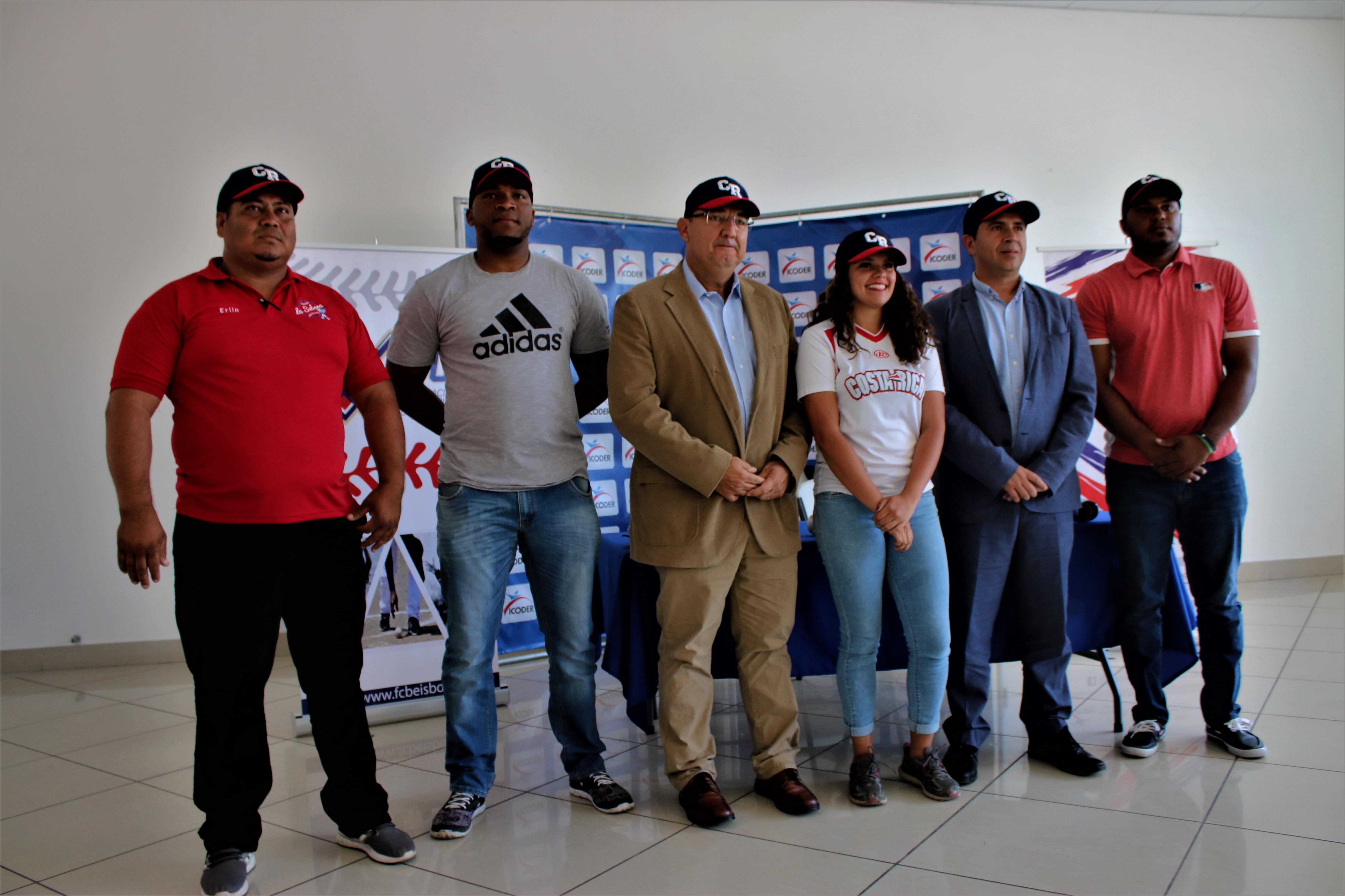 Con 43 años de experiencia Mauricio Alpízar asume las riendas de la Selección Nacional